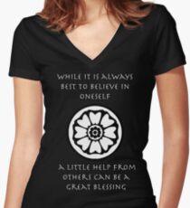 Eine kleine Hilfe von anderen kann ein großer Segen sein - Iroh Zitat Tailliertes T-Shirt mit V-Ausschnitt