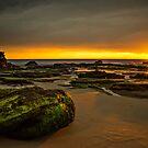 Caves Beach Dawn by bazcelt