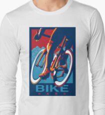 Camiseta de manga larga Cartel de ciclismo motivacional de estilo retro: Bike Hard