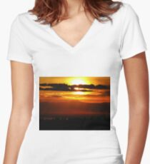 Chico, CA Sunset Women's Fitted V-Neck T-Shirt