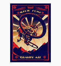 Lámina fotográfica cartel retro bicicleta de montaña: patear un poco de culo de gravedad