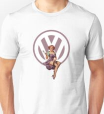 Volkswagen Pin-Up Wrenching Wanda (light purple) T-Shirt