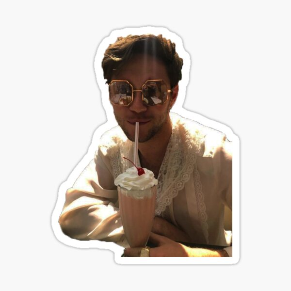 Niall Horan buvant Sticker