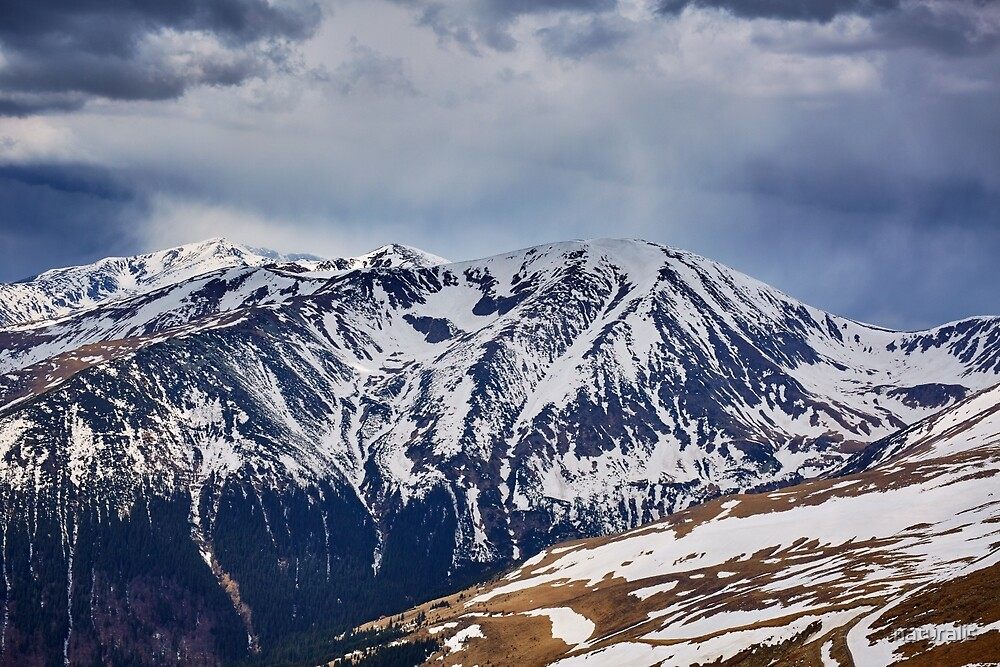 Mountain range in the spring by naturalis