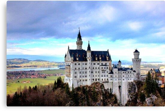 Neuschwanstein Castle by bhargavsp