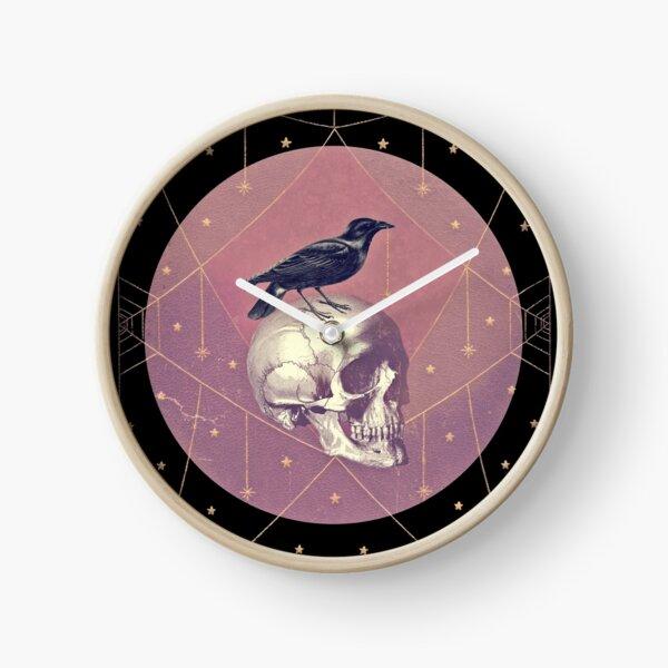 Collage de corbeau et crâne Horloge