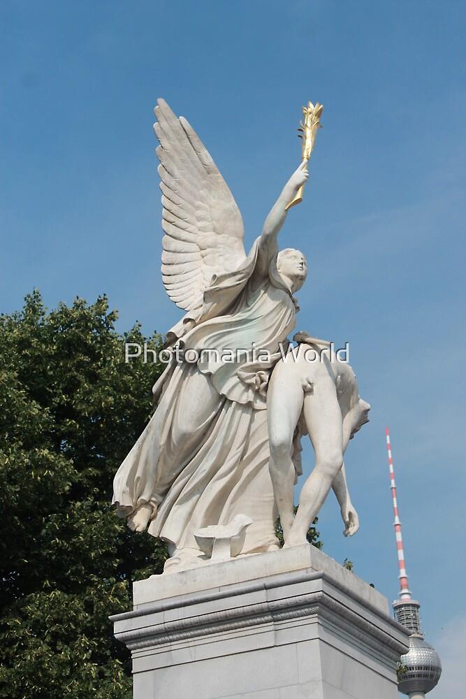 Statue Berlin by Katherine Hartlef