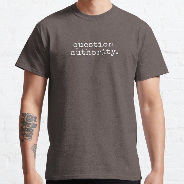 Cuestiona a la autoridad Camiseta clásica