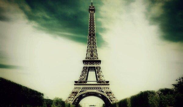 dark night in paris by ENGARAV