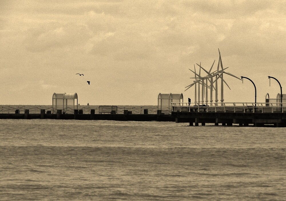 View out to sea at clacton by TOFFS