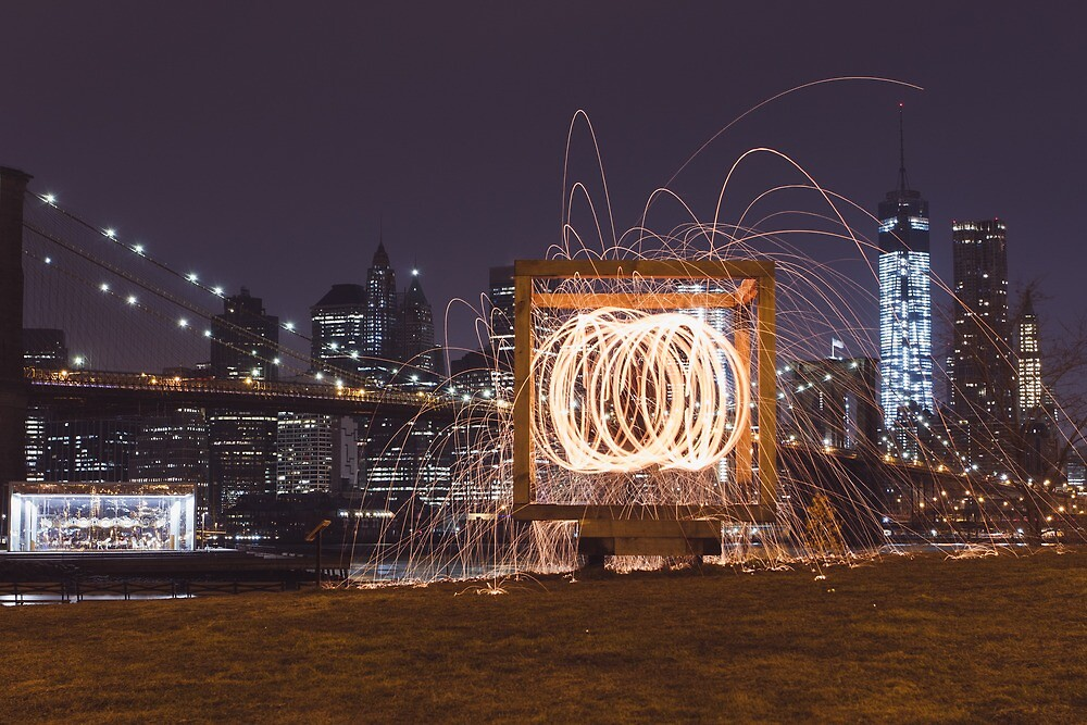 DUMBO spinning  by Andylezzo