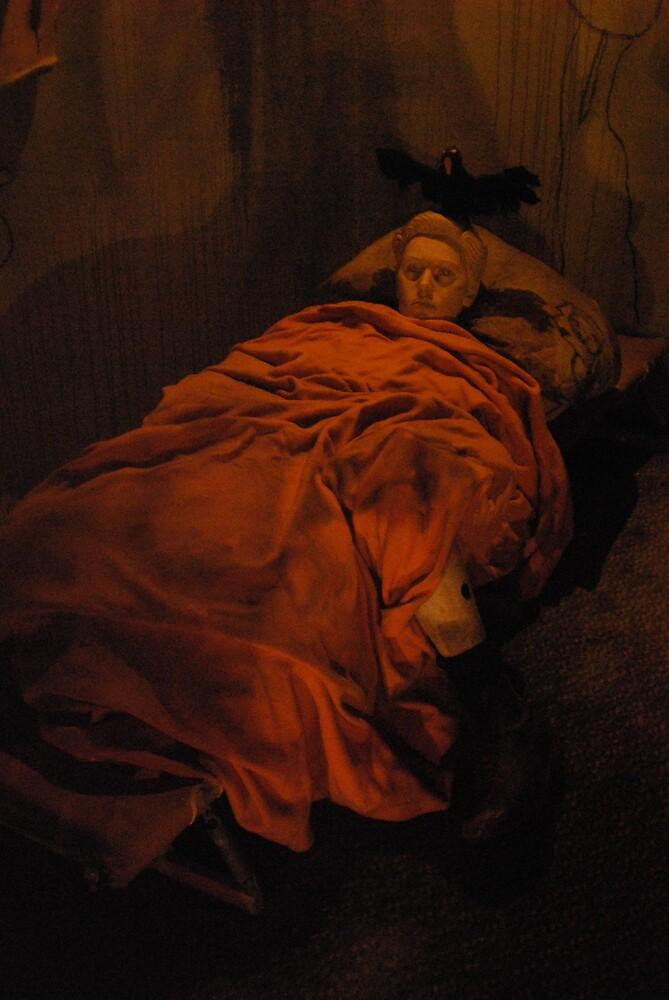 reclining  lady by twistwashere