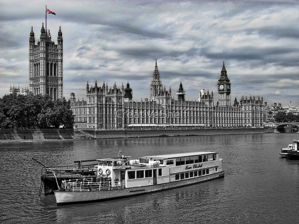 Cruising the Thames by CreativeShelf