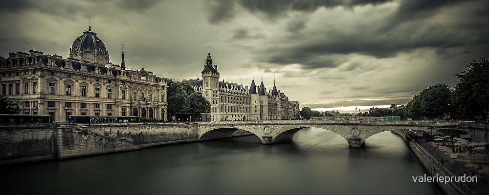 La Conciergerie, Paris by valerieprudon