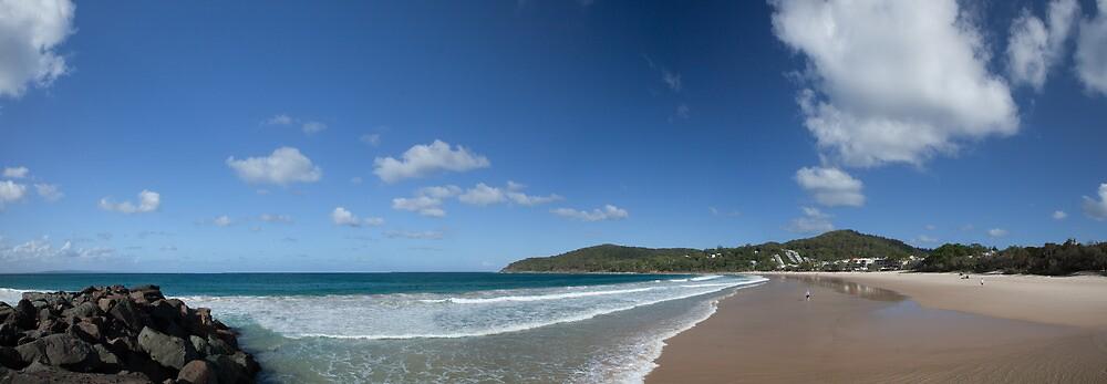 Noosa Main Beach by James Ray