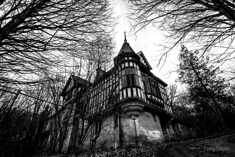 Old house on the hill in derbyshire by Tony Smith