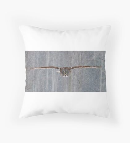 Full speed - Great Grey Owl Throw Pillow