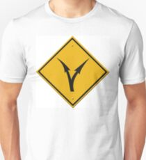 Fork in the road - decisions ahead. (USA - sign) T-Shirt
