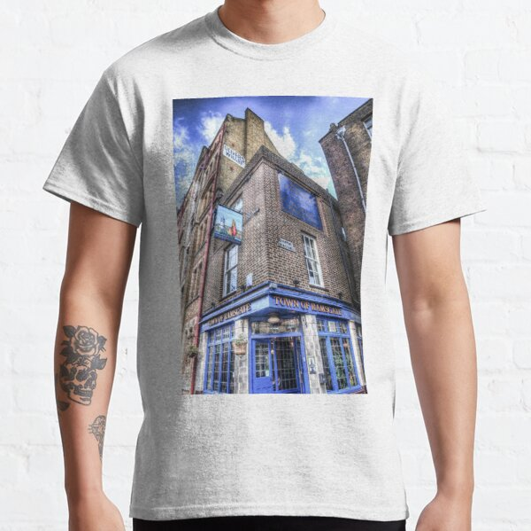 Town Of Ramsgate Pub London Classic T-Shirt