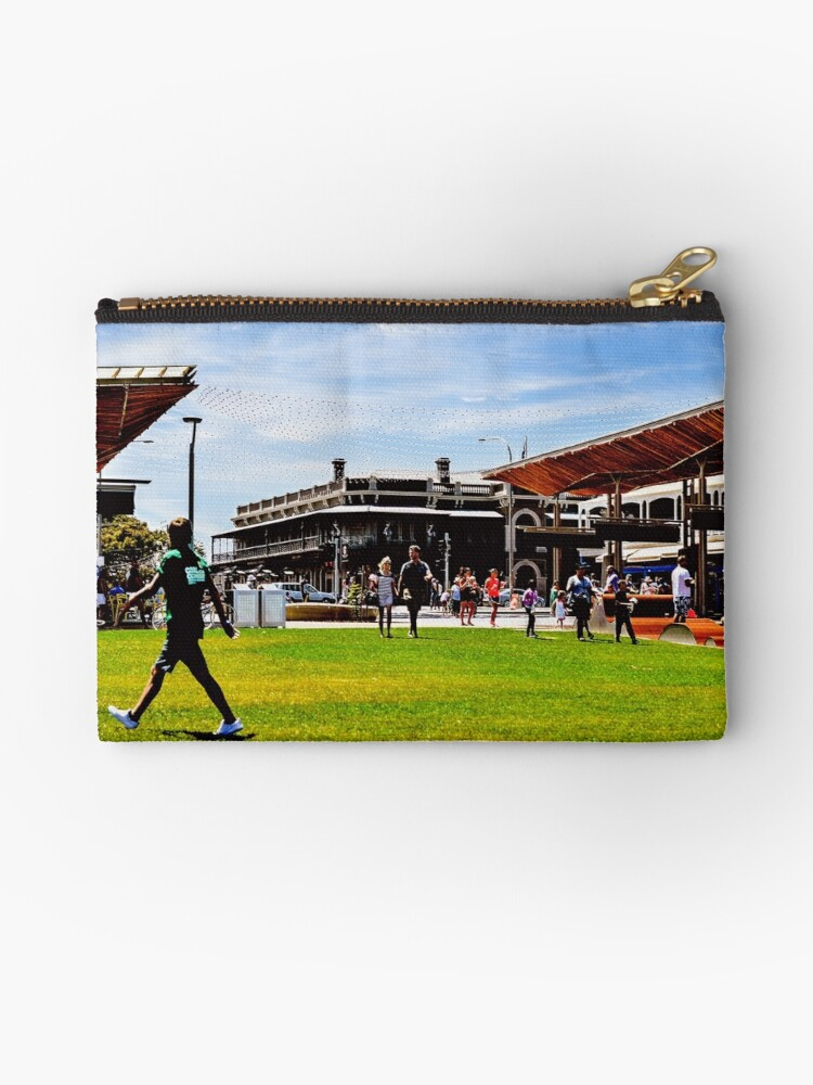 Henley Square and The Ramsgate Hotel by JoBling
