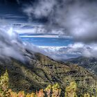 Over the clouds of Madeira by eic10412