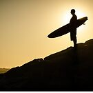 Surfer watching the waves by homydesign