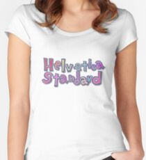 "Camiseta entallada de cuello ancho Nichijou ""Helvetica estándar"""