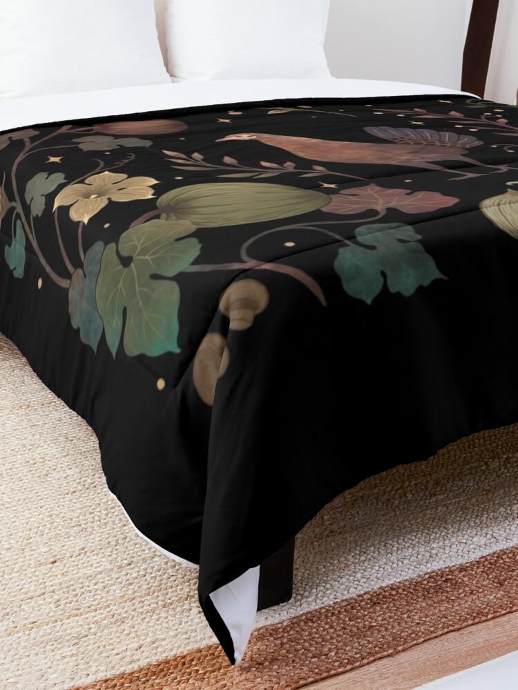 Alternate view of Wild Chicken with Autumn Vines Comforter