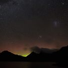 Cradle Mountain Aurora by tinnieopener
