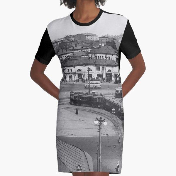 Moscow, Калужская площадь. Вид на Октябрьскую площадь (ныне Калужскую) акцентирует внимание на плавной линии трамвайных путей Graphic T-Shirt Dress