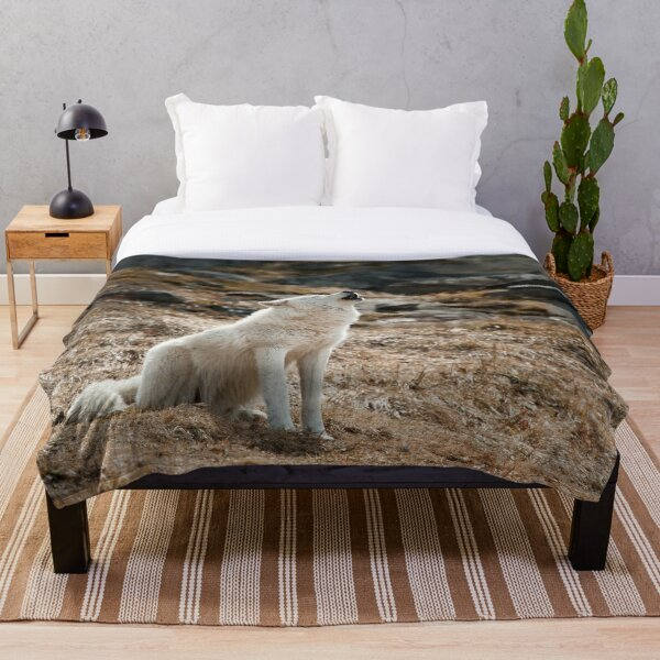 Howling Arctic Wolf Throw Blanket