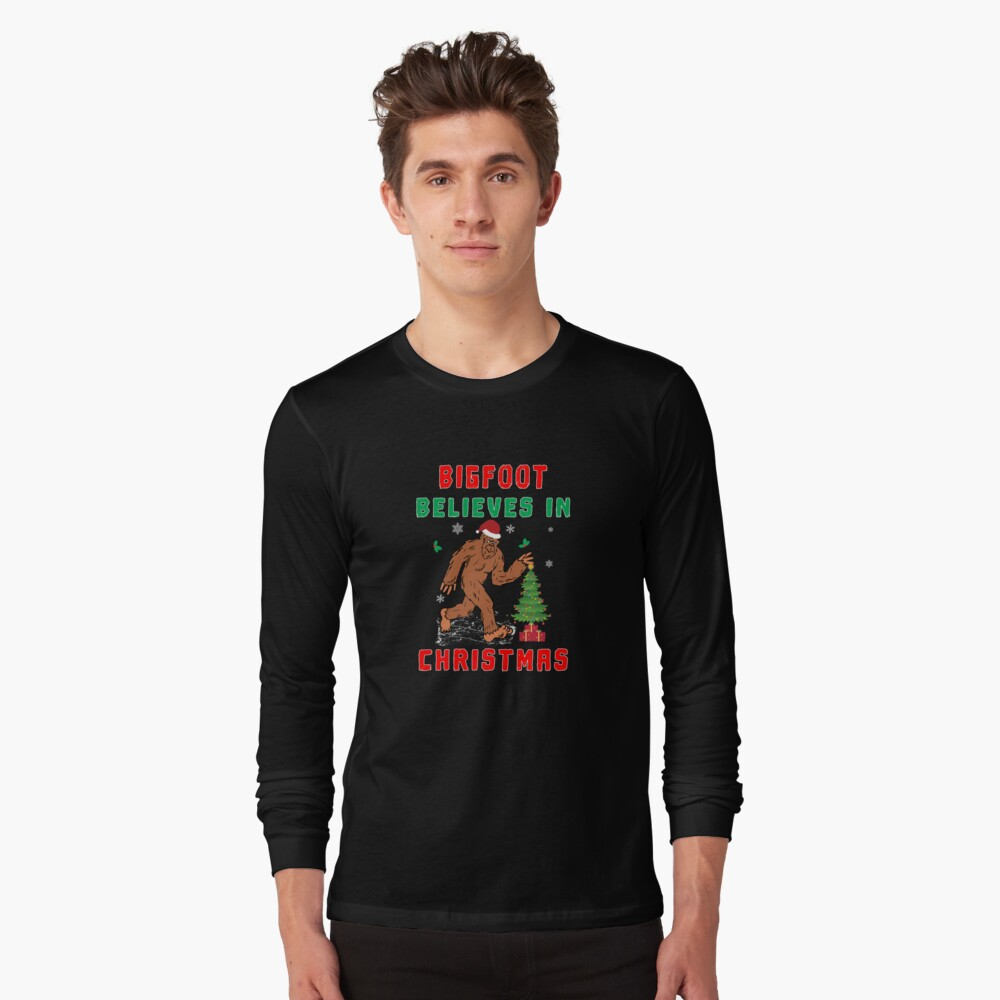 Bigfoot Believes in Christmas funny Squatchy Beast. Long Sleeve T-Shirt
