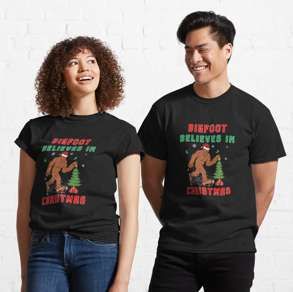 Bigfoot Believes in Christmas funny Squatchy Beast. Classic T-Shirt