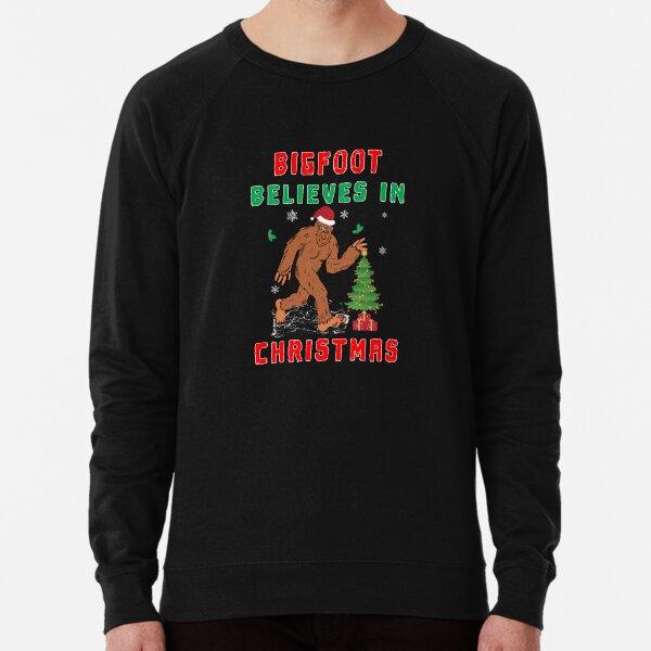 Bigfoot Believes in Christmas funny Squatchy Beast. Lightweight Sweatshirt