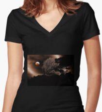 Blutmond Tailliertes T-Shirt mit V-Ausschnitt