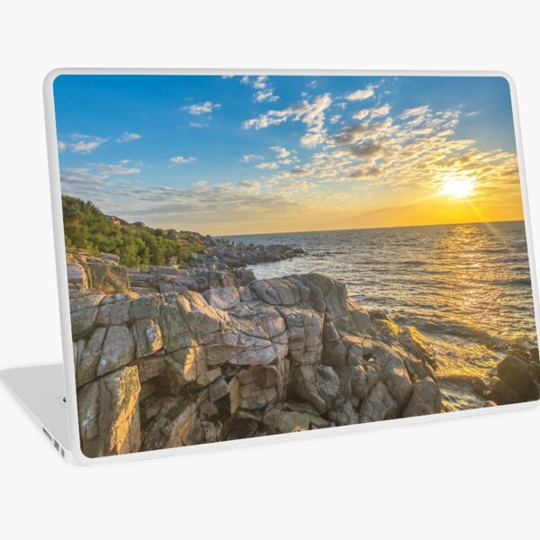 Stunning sunset over ocean and cliffs Laptop Skin