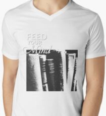 ALTE BÜCHER T-Shirt mit V-Ausschnitt