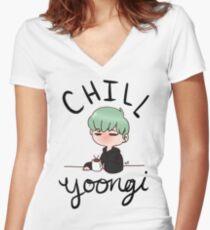 Chill Min Yoongi Tailliertes T-Shirt mit V-Ausschnitt