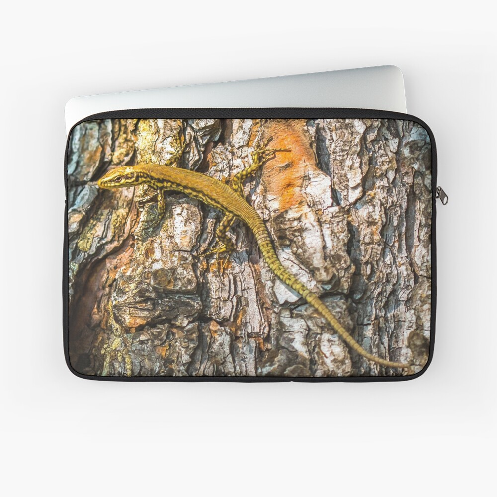 Elegant lizard crawling a tree Laptop Sleeve