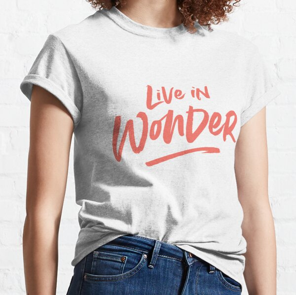 Live in Wonder –coral on white Classic T-Shirt