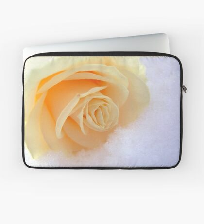 A rose on my heart has melted the snow Laptop Sleeve