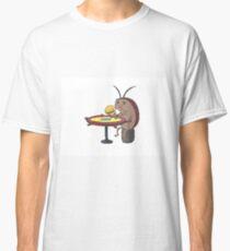 cockroach eating crabby patty - spongebob Classic T-Shirt