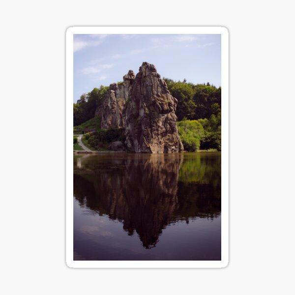 Externe mit einem Spiegelbild im See am Teutoburger Wald in leuchtenden Farben Sticker
