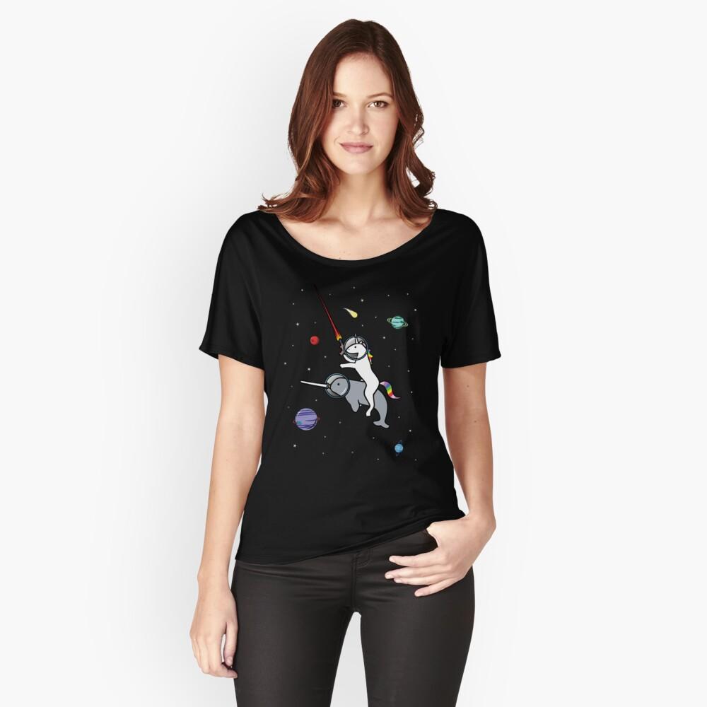 Unicorn Riding Narwhal en el espacio Camiseta ancha