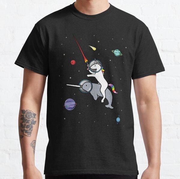 Unicornio montando narval en el espacio Camiseta clásica