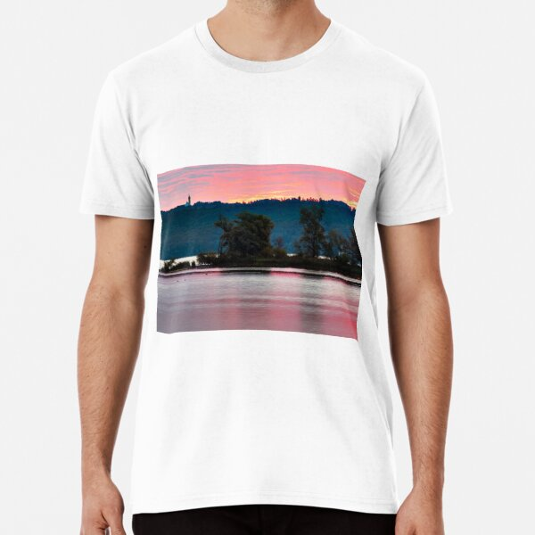 Sonnenaufgang am See hinter Kloster Andechs Premium T-Shirt