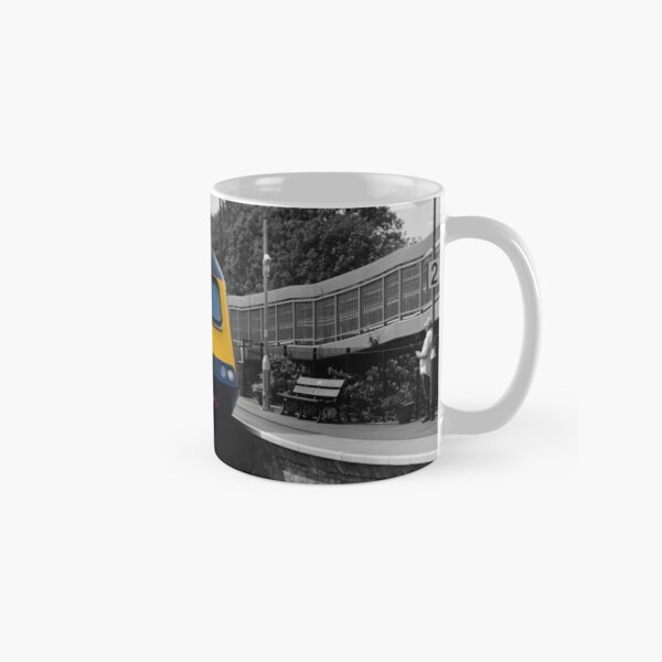 GWR HST in Dynamic Lines livery (Colour pop) Classic Mug