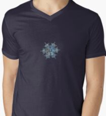 Flying castle, real snowflake macro photo Men's V-Neck T-Shirt