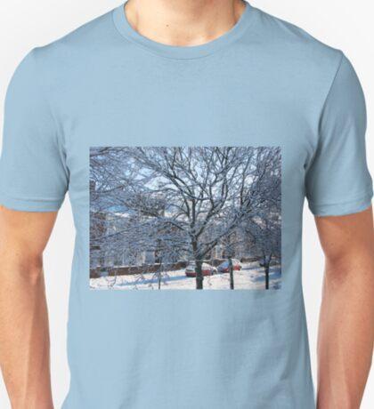 Eine Winterstraßenszene T-Shirt