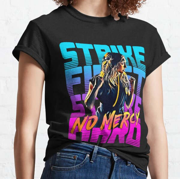 Cobra kai 2021 Karate Girl Camiseta clásica